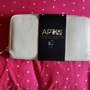 Apt 9 rfid wallet no charger or cable
